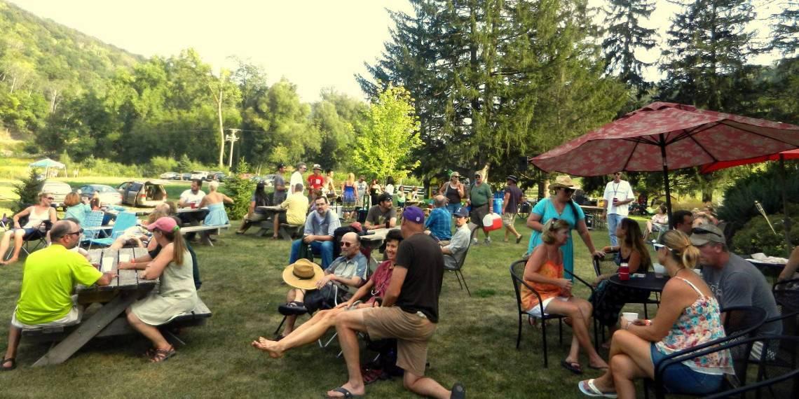 Cedar Valley Rally Crowd
